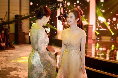 Gai hai con Jennifer Pham khoe vong mot sexy kho roi mat - Anh 8