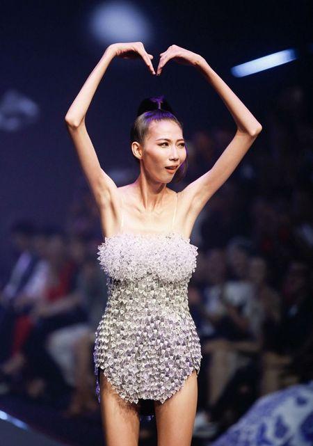 'Ban to chuc Next Top Model tan nhan khi loi dung benh tat cua Cao Ngan' - Anh 1