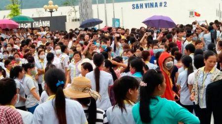 Vu 6.000 cong nhan dinh cong: Bo quy dinh gia dinh co nguoi chet phai bao truoc - Anh 1