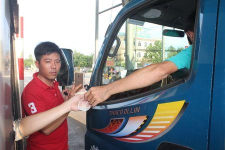 Nguoi dan chan xe tron tram BOT tuyen tranh Bien Hoa - Anh 10