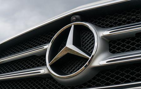 Xe hoi Mercedes-Benz tiep tuc bi thu hoi tai thi truong Trung Quoc - Anh 1