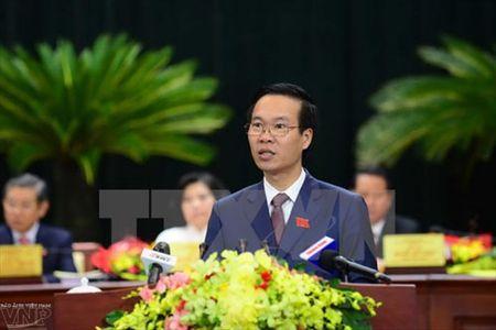 Truong ban Tuyen giao Trung uong trao hoc bong cho hoc sinh ngheo vuot kho - Anh 1