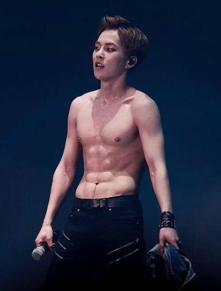 Nhung lan EXO khoe bung 6 mui khien fan nu 'dau tim' - Anh 4