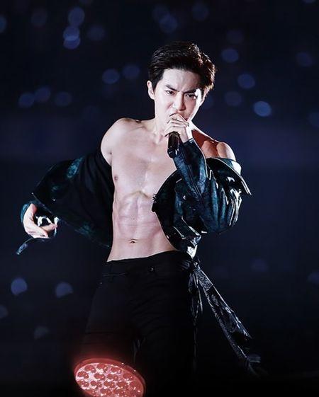 Nhung lan EXO khoe bung 6 mui khien fan nu 'dau tim' - Anh 7
