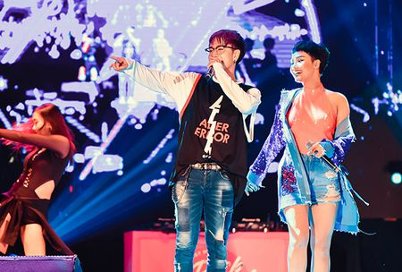 Soobin don sinh nhat ngay tren san khau cung hang nghin fan reo ho - Anh 10