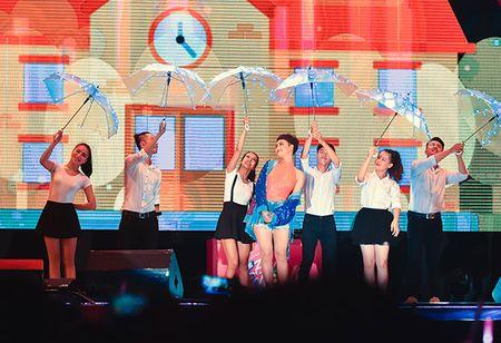 Soobin don sinh nhat ngay tren san khau cung hang nghin fan reo ho - Anh 9