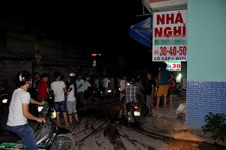 Ha Noi: Phat hien thi the 3 me con trong nha nghi - Anh 1