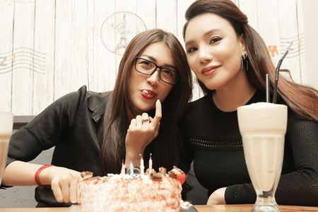 Ho Quynh Huong cung hoc tro to chuc tiec sinh nhat bat ngo cho a hau Le Hang - Anh 5