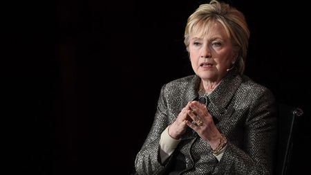 Hillary Clinton tuyen bo tu gia su nghiep chinh tri - Anh 1