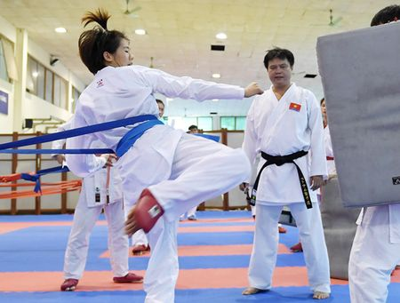 Chan dung nu vo sy tuoi teen gianh HCV lich su cho karate Viet Nam - Anh 9