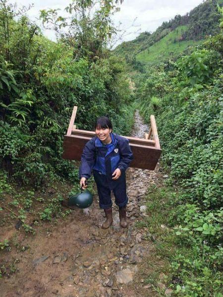 Cam phuc co giao vung cao cong ban, mang chu len non - Anh 3