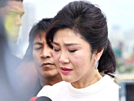 Ba Yingluck bo tron khien chinh truong Thai Lan ha nhiet? - Anh 1