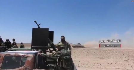 Quan doi Syria de bep phien quan My hau thuan, chiem 4 don bien phong (video) - Anh 1