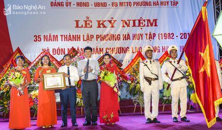 Phuong Ha Huy Tap ky niem 35 nam thanh lap va don nhan Huan chuong Lao dong hang Nhi - Anh 2