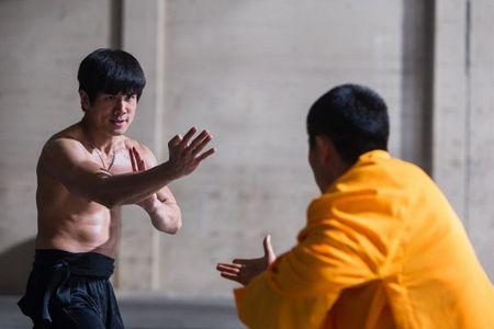 'Birth Of Bruce Lee': Tuyet tac danh cho nguoi yeu vo thuat va 'tuong dai' Ly Tieu Long - Anh 3
