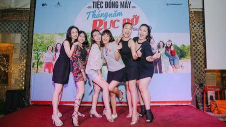 Dan sao trong phim moi cua dao dien Dung 'khung' nhay mua an mung tiec dong may - Anh 10