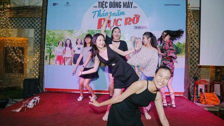 Dan sao trong phim moi cua dao dien Dung 'khung' nhay mua an mung tiec dong may - Anh 11