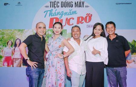 Dan sao trong phim moi cua dao dien Dung 'khung' nhay mua an mung tiec dong may - Anh 12