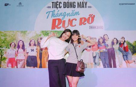 Dan sao trong phim moi cua dao dien Dung 'khung' nhay mua an mung tiec dong may - Anh 7