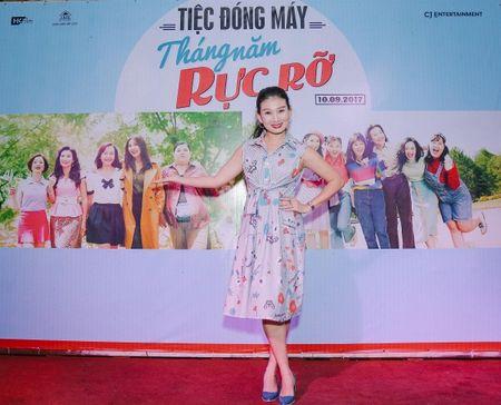 Dan sao trong phim moi cua dao dien Dung 'khung' nhay mua an mung tiec dong may - Anh 8