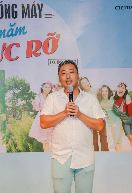Dan sao trong phim moi cua dao dien Dung 'khung' nhay mua an mung tiec dong may - Anh 9