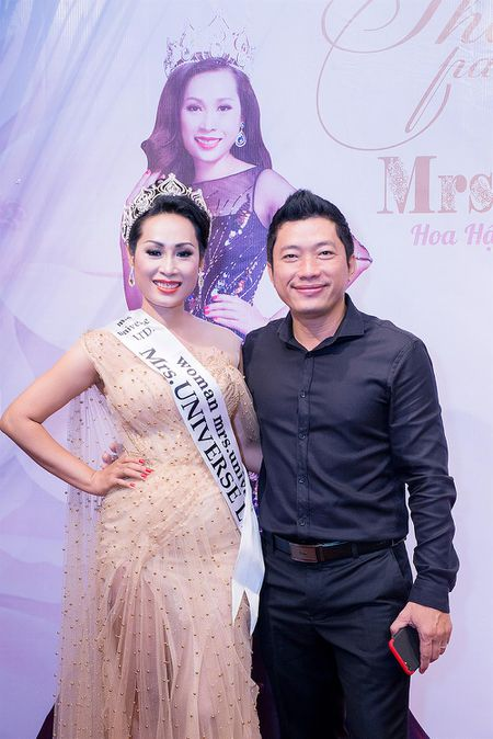 Vo chong dien vien Kinh Quoc den chuc mung Hoa hau Hanh Le sau dang quang - Anh 3