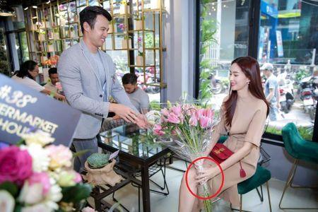Hoa hau Dang Thu Thao kheo leo khoe nhan kim cuong dinh hon - Anh 3