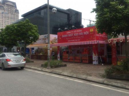 Hang loat quay banh Trung thu 'do bo', lan chiem via he thu do - Anh 1