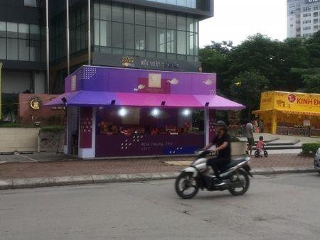 Hang loat quay banh Trung thu 'do bo', lan chiem via he thu do - Anh 7