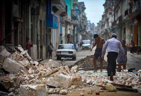 Sau sieu bao Irma thu do cua Cuba khong khac gi ho boi di dong - Anh 7