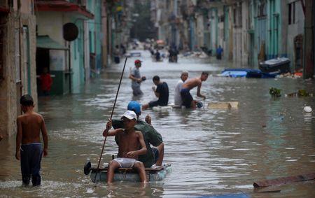 Sau sieu bao Irma thu do cua Cuba khong khac gi ho boi di dong - Anh 9