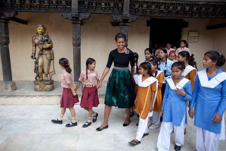 Michelle Obama tre trung voi dam xanh la cho U50 - Anh 4