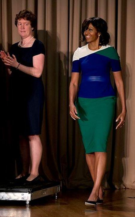 Michelle Obama tre trung voi dam xanh la cho U50 - Anh 7