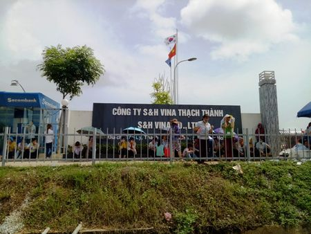 Hang nghin cong nhan S&H Vina Thach Thanh di lam tro lai - Anh 1