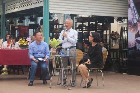 Nha nghien cuu Vuong Tri Nhan nho nghe xuat ban, ca si Duc Tuan me doc sach - Anh 1
