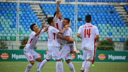 U18 Viet Nam khoa chat 'Messi Indonesia', chien thang nho khong chien - Anh 1