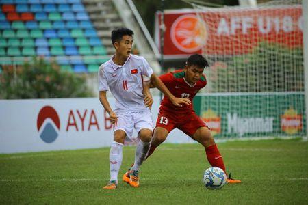 U18 Viet Nam khoa chat 'Messi Indonesia', chien thang nho khong chien - Anh 5