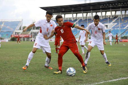 U18 Viet Nam khoa chat 'Messi Indonesia', chien thang nho khong chien - Anh 6