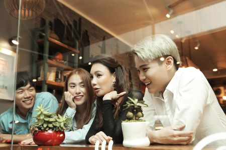 Ho Quynh Huong so bi 'dim hang' truoc nhan sac cua A hau Le Hang - Anh 1