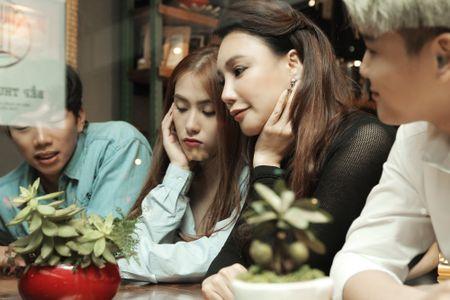 Ho Quynh Huong so bi 'dim hang' truoc nhan sac cua A hau Le Hang - Anh 2