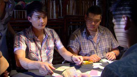 Giao mua tap 32: Trung bi lua trang tay, Loan no luc thoat mac gai bao - Anh 5