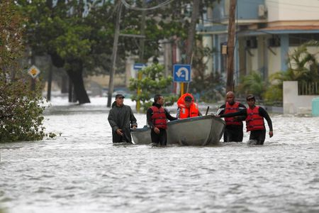 Hinh anh cuoc song cua nguoi dan Cuba trong 'bien' nuoc sau bao Irma - Anh 14