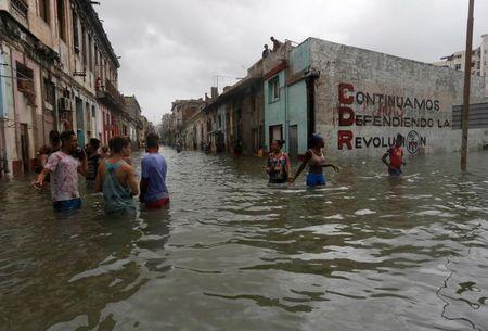 Hinh anh cuoc song cua nguoi dan Cuba trong 'bien' nuoc sau bao Irma - Anh 5