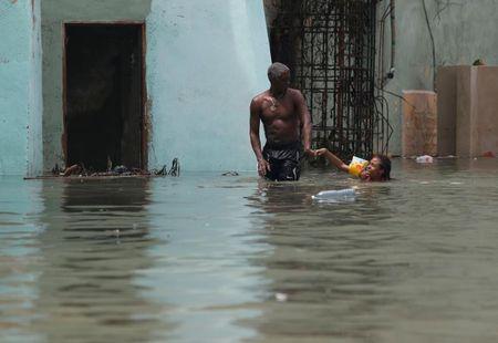 Hinh anh cuoc song cua nguoi dan Cuba trong 'bien' nuoc sau bao Irma - Anh 9