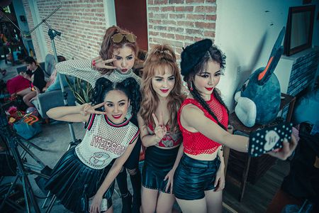 Nhom nhac nu S-Girls phat hanh MV sau thoi gian e show, thieu thon tien bac - Anh 2