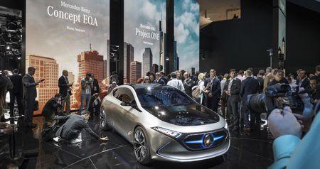 Ngam thiet ke tuong lai tren EQA concept moi cua Mercedes-Benz - Anh 4