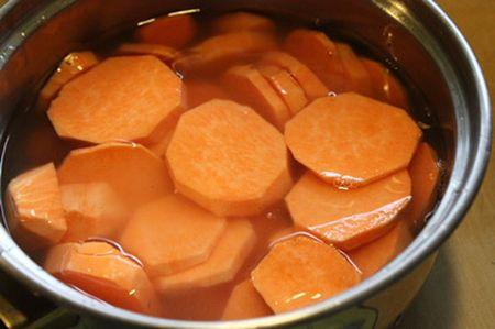 Cach lam mut khoai lang trong deo ngoai gion ngon hap dan - Anh 2