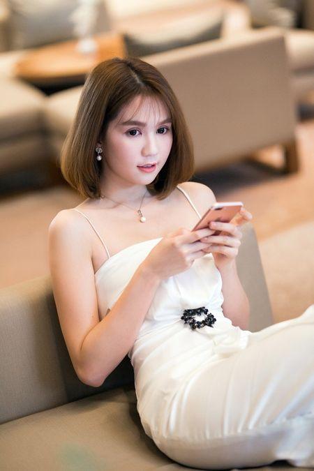 Day la nguoi phu nu than thiet voi Ngoc Trinh - Anh 5