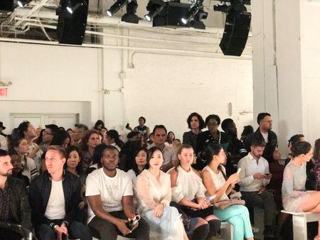 Doanh nhan Luu Nga cung Paris Hilton xem thoi trang tai New York - Anh 1