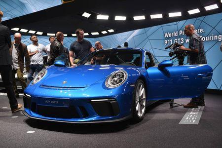 Porsche 911 GT3 cuon hut hon voi goi trang bi Touring - Anh 1